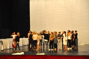 La preparazione un'ora prima dell'attacco, qui c'è Fabre in mezzo ai suoi attori - Foto dalla 24 ore di Mount Olympus al Teatro Argentina di Roma sabato 17 e domenica 18 ottobre 2015